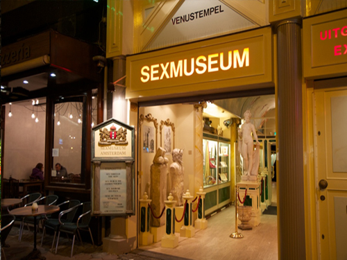 sex museum amsterdam - entrance by night
